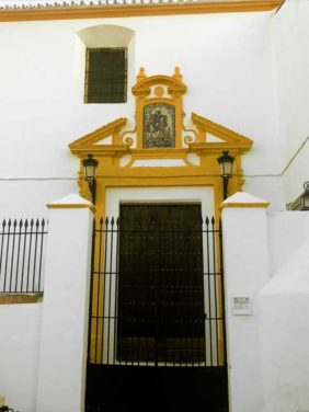 puerta de entrada Iglesia de Santiago